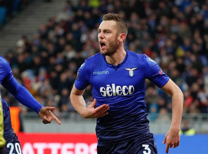 De Vrij, durante un partido con la Lazio