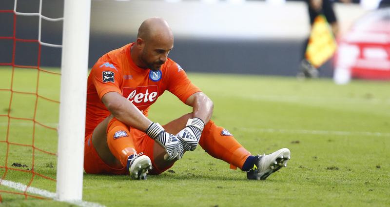 Pepe Reina, durante un partido con el Nápoles