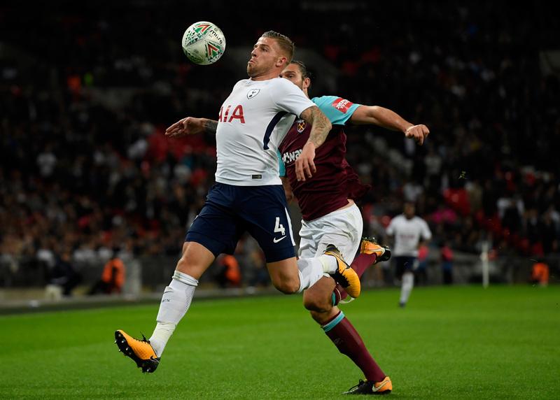 Alderweireld, durante un partido con el Tottenham