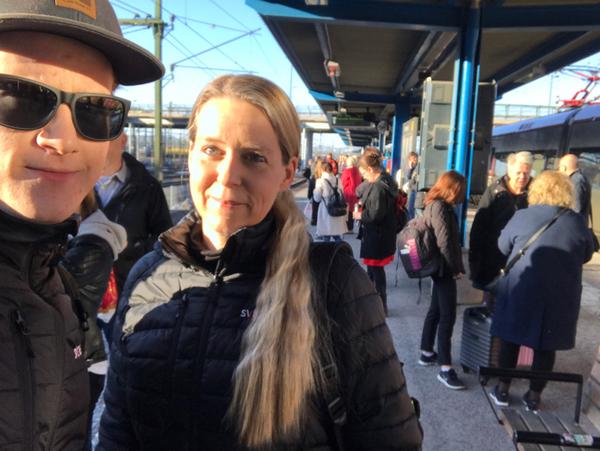 Nu är vi på väg till Stockholm för att rapportera från demonstrationen. /Magnus och Marja
