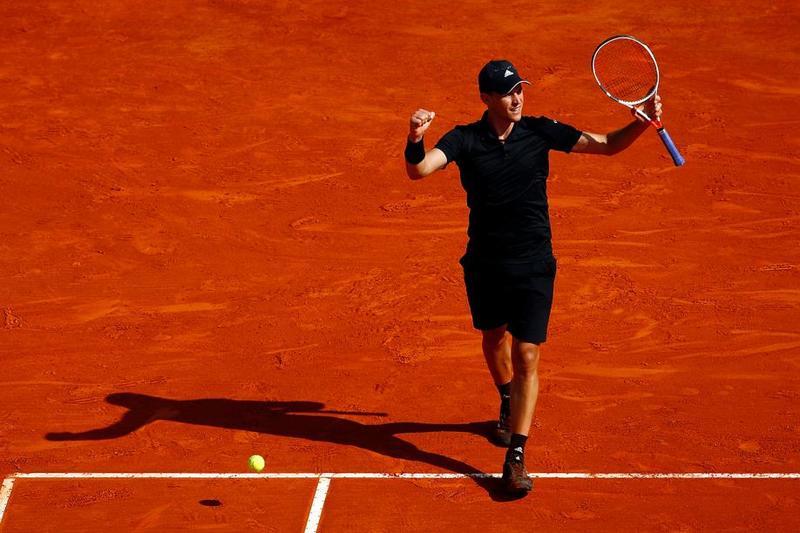 Dominic Thiem espera en cuartos a Nadal o Khachanov. Celebra su triunfo en tres sets sobre Novak Djokovic FOTO: GETTY