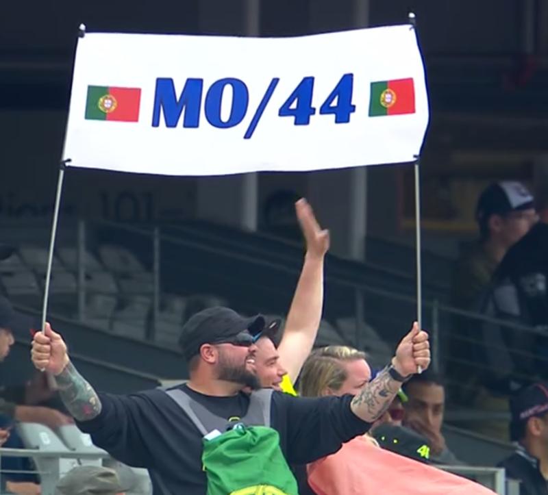 Miguel Oliveira bien apoyado por sus fans en las gradas