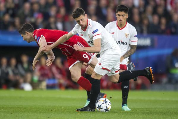 Lenglet, durante el partido de Champions contra el Bayern