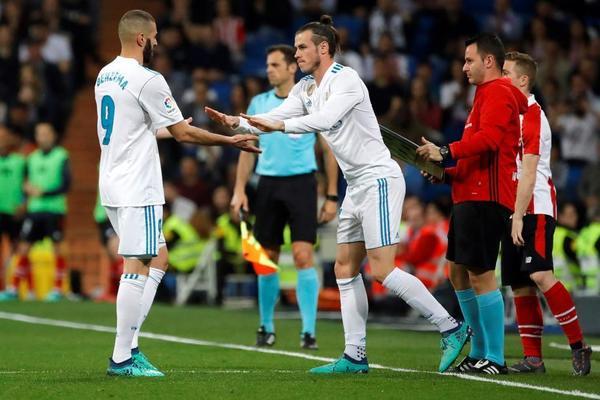 En la imagen Bale y Benzema. Dos de los jugadores que podrían ser suplentes en el día de hoy en las semifinales de la Champions League según algunas informaciones