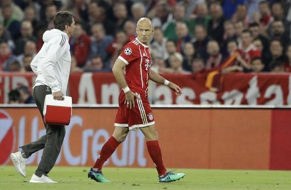 Robben abandonando el campo en las semifinales de Champions League