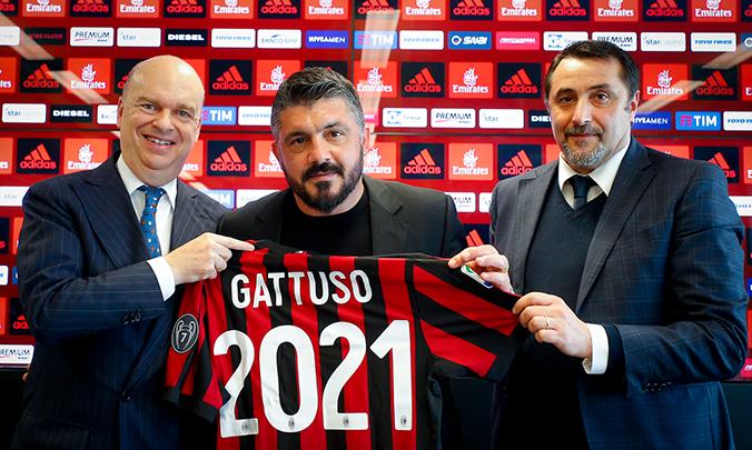 Gattuso durante su renovación con el Milan