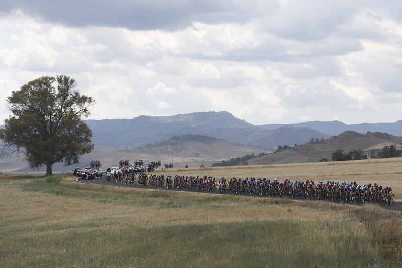La escapada ha tardado más de una hora en formarse. El pelotón ha ido rapidísimo en el primer tramo de la 6ª etapa del Giro de Italia