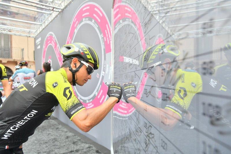 JOHAN ESTEBAN CHAVES (Michelton), protagonista en la escapada del Giro de Italia de hoy. ¿Ganará en el Etna?