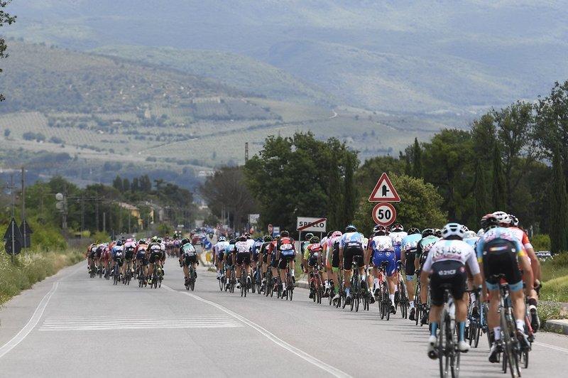 El pelotón durante la etapa de hoy en el Giro de Italia
