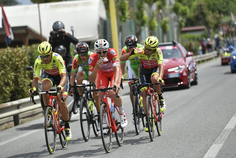 Eugert Zhupa y Jacopo Mosca (Wilier Triestina), Marco Frapporti (Androni), Mirco Maestri y Manuel Senni (Bardiani), integrantes de la escapada en la 12ª etapa del Giro de Italia