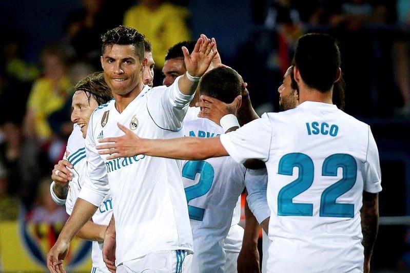 Isco felicita a Cristiano tras anotar el segundo gol del partido (EFE)