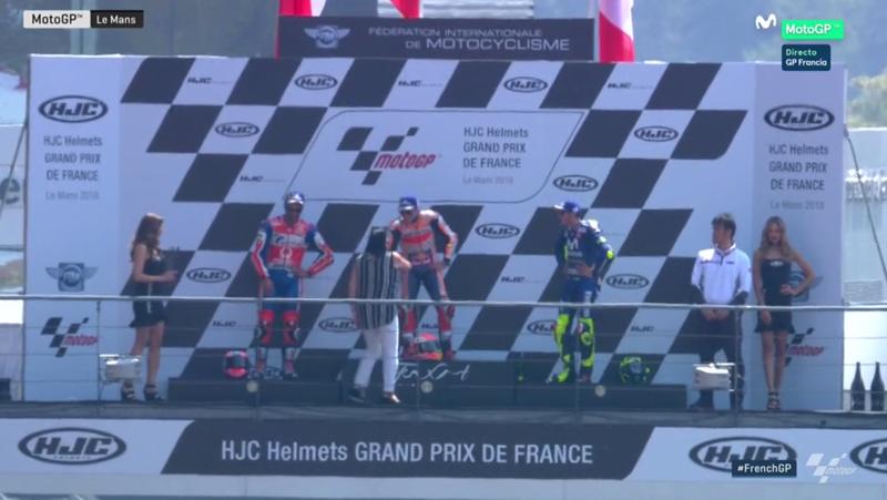 Márquez sube al podio abucheado.