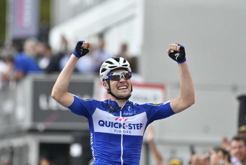 GRAN victoria de etapa de Maximilian Schachmann (Quick Step). Es su segunda victoria como profesional tras el triunfo conseguido en la Volta a Catalunya