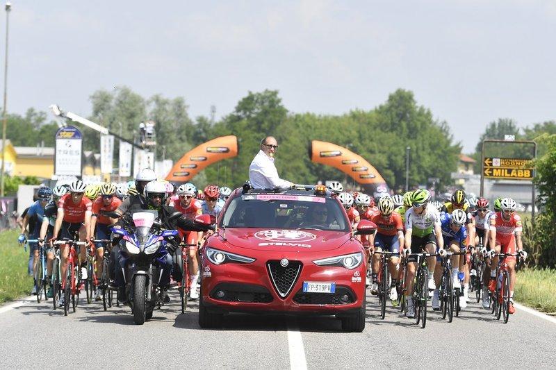 EMPIEZA la 18ª etapa del Giro de Italia. ¡Salida neutralizada!