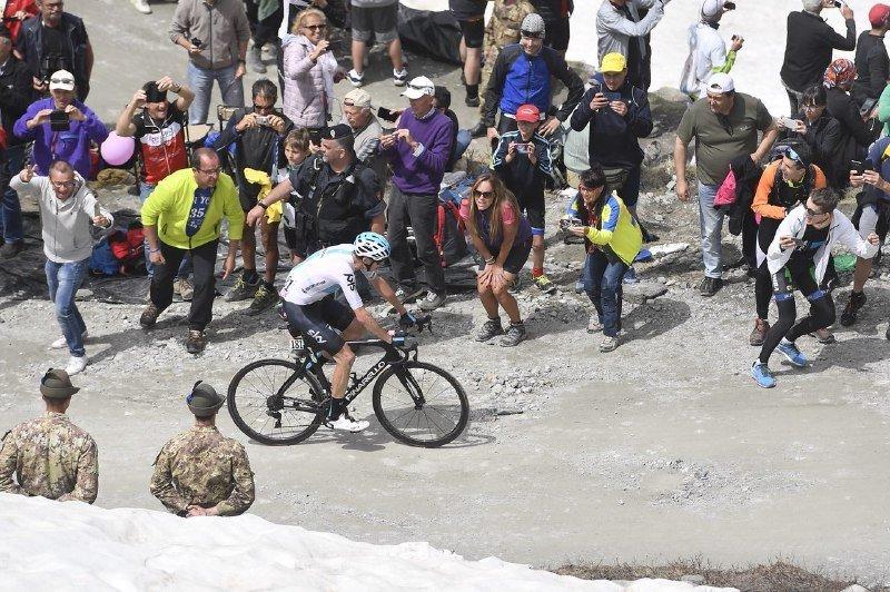 CHRIS FROOME está haciendo una exhibición histórica en el Giro de Italia. Su subida en el Colle delle Finestre, memorable