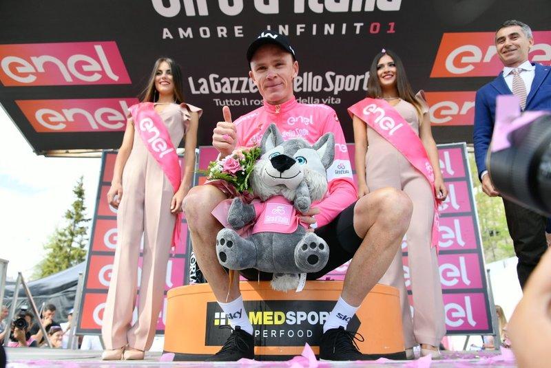 CHRIS FROOME, con la maglia rosa del Giro de Italia