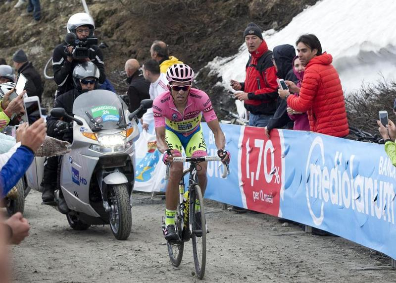 EL PRECEDENTE: hace 3 años Alberto Contador cedió 2'25' con Fabio Aru en la etapa del Colle delle Finestre. Gestionó su esfuerzo para mantener la maglia rosa un día antes de finalizar el Giro de Italia
