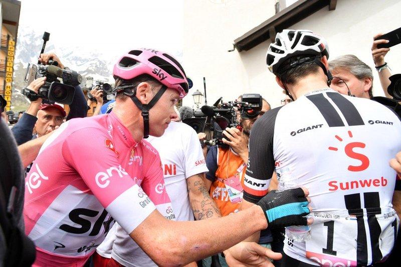 Este es el momento en que Dumoulin no saludó a Froome tras la 20ª etapa