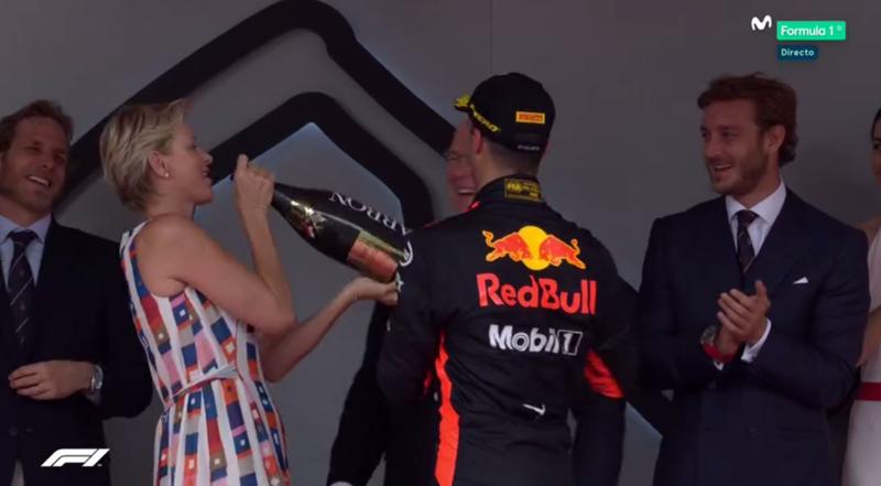 Ricciardo hace beber a la Princesa Charléne.