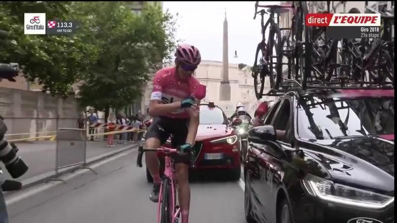Froome brindando por su victoria en la General del Giro de Italia