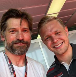 Selfie de Nikolak Coster-Waldau con Magnussen. Instagram @nikolajwilliamcw