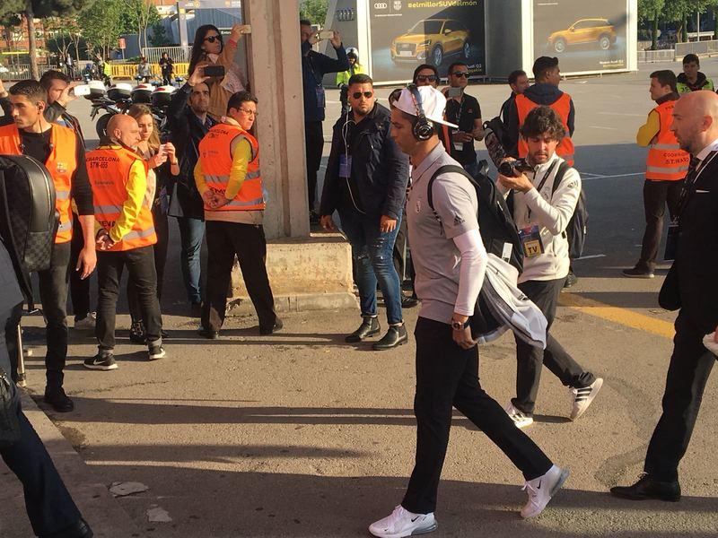 Cristiano, a la llegada del Madrid al Camp Nou FOTO: MANEL MONTILLA