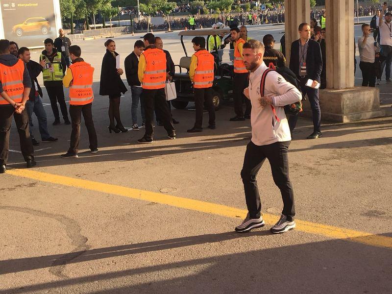 Sergio Ramos, a su llegada al Camp Nou FOTO: MANEL MONTILLA
