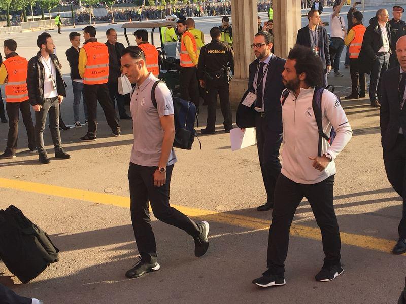 Marcelo y Keylor Navas, a la llegada del Madrid al Camp Nou FOTO: MANEL MONTILLA