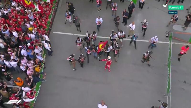 Vettel loco de alegría tras ganar el GP de Canadá.