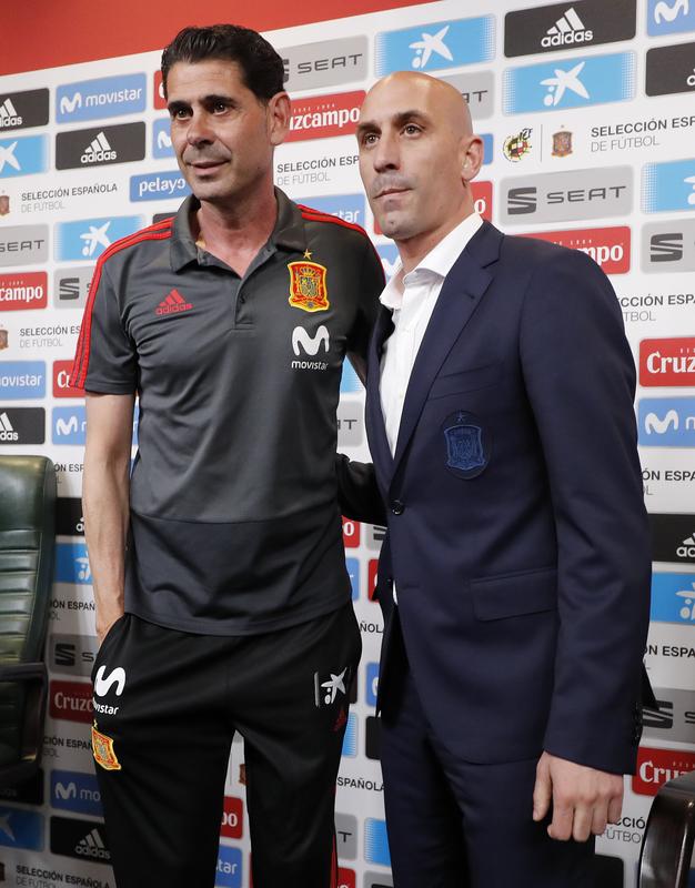 Hierro y el presidente Rubiales, en su presentación como nuevo seleccionador de la Roja FOTO: SIRVENT