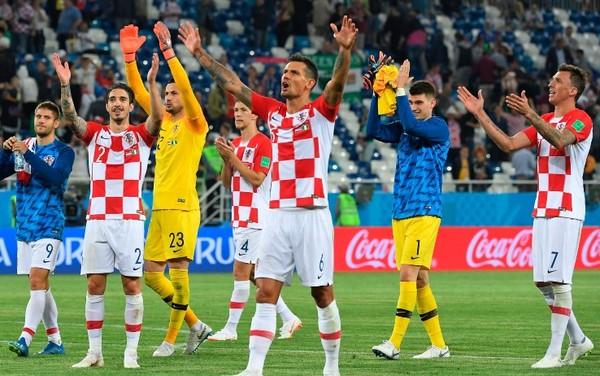 I meritati applausi dai propri tifosi per la Croazia
