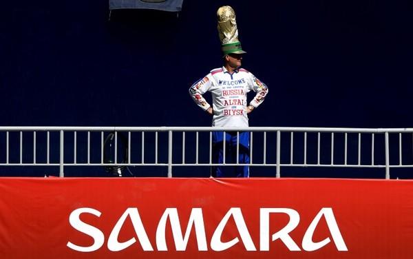 """Cappello """"Mondiale"""", squadre quasi in campo per il riscaldamento: tutti pronti a Samara"""