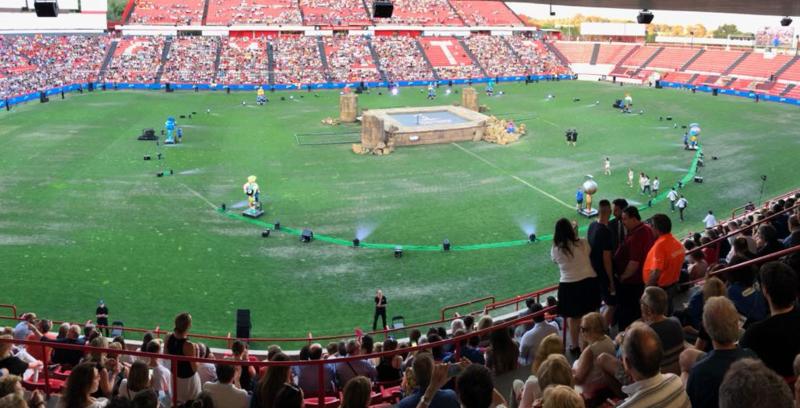 Así es el escenario montado en el centro del estadio (Tarragona 2018)