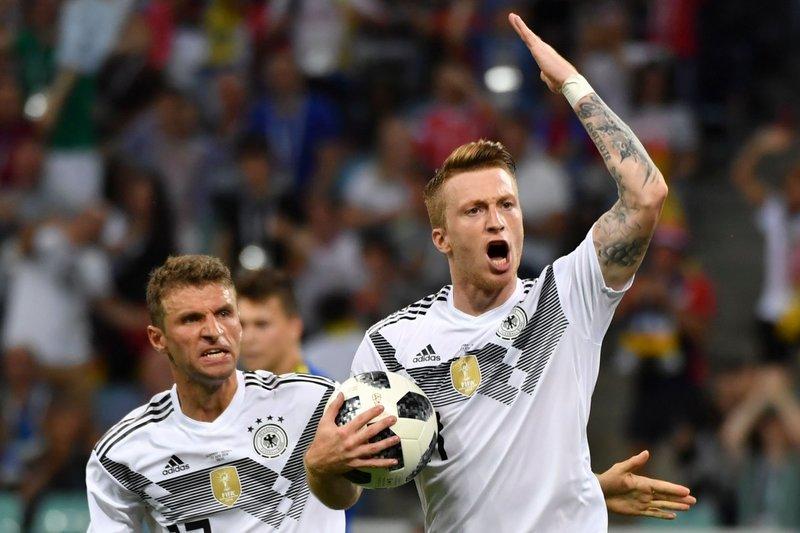 Así celebró Reus el gol. DFB_Team_EN