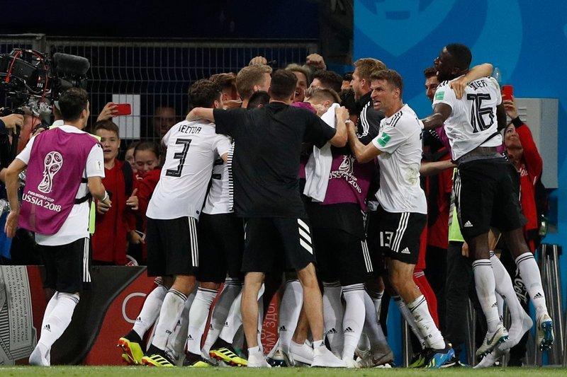 Piña tras el gol de Kroos. DFB_Team_EN