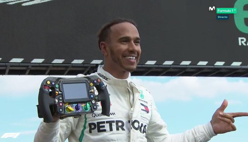 Hamilton celebrando su victoria.