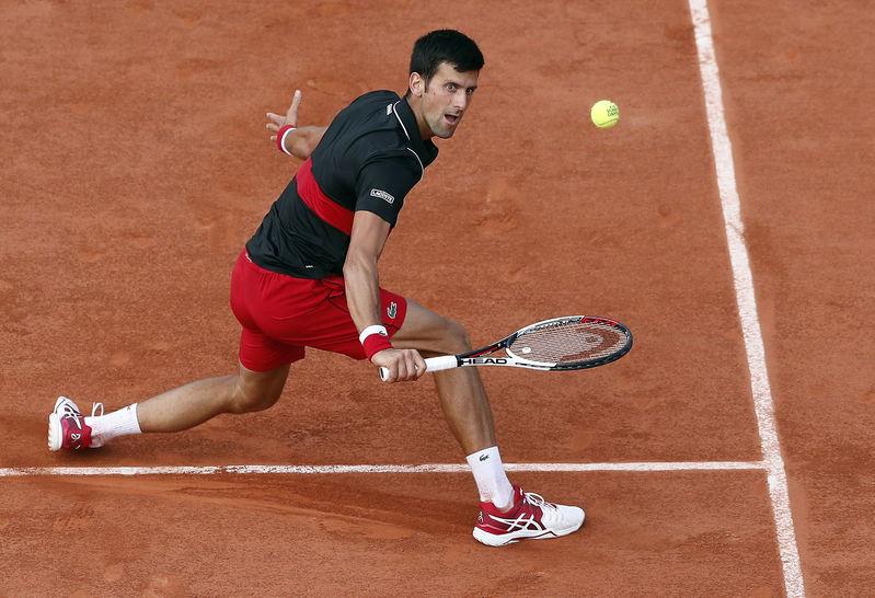 En caso de ganar, puede salir muy fortalecido Djokovic, que está viendo cómo su físico y su ritmo responden ante la tremenda exigencia del partido (EFE)