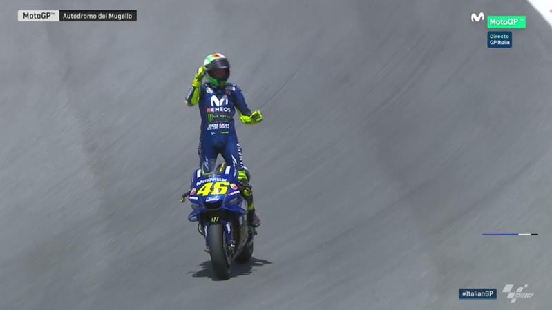 Rossi celebrando su tercera posición en el GP de Italia.