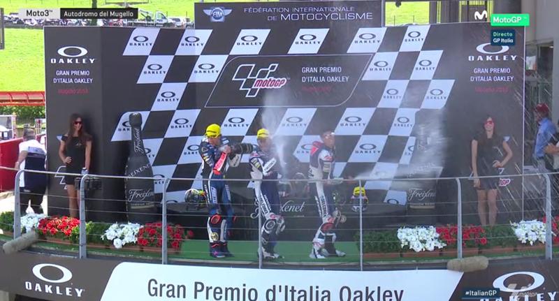 Pilotos de Moto3 tras el podio.