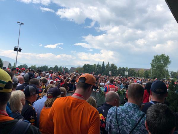 Fans in attesa dei piloti!