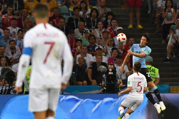 Ecco il gol di Cavani, con uno spettatore speciale sullo fondo