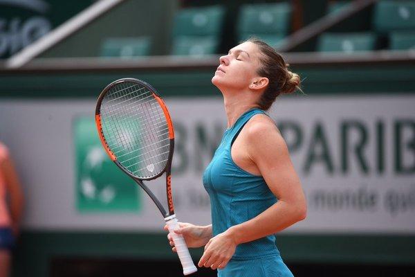 Simona Halep ya 'huele' los cuartos tras vencer en octavos de final a Mertens.