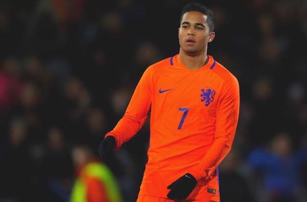 Justin Kluivert, con 19 años, ya es internacional con Países Bajos