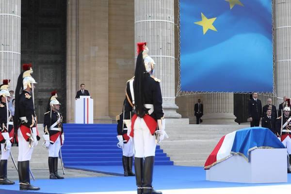Simone Veil et son époux Antoine au Panthéon : revivez la cérémonie présidée par Emmanuel Macron Ef09ff4c-09cb-45ec-8806-42bb41397045