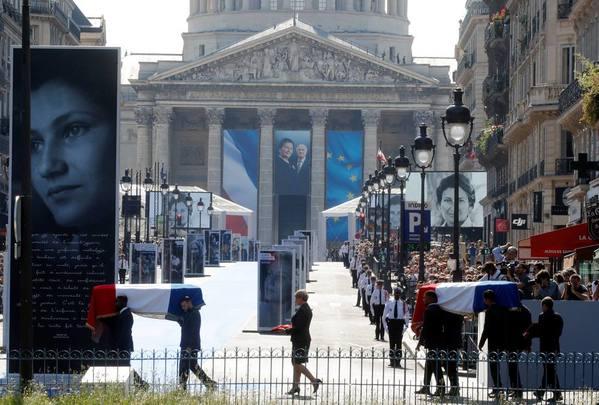 Simone Veil et son époux Antoine au Panthéon : revivez la cérémonie présidée par Emmanuel Macron F797c3fd-621b-448b-bf3e-6d40017f429a