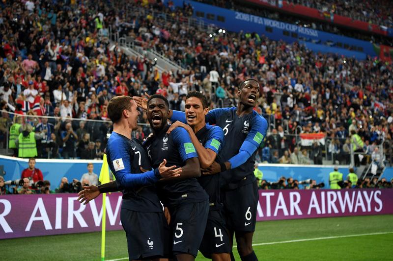 De momento sigue valiendo el gol de Umtiti, que han celebrado con efusividad sus compañeros de la selección francesa FOTO: Getty