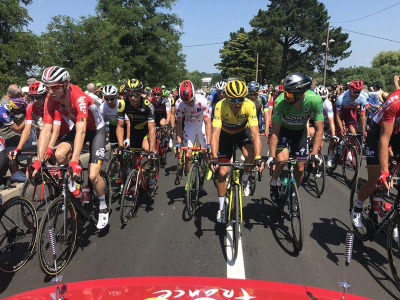 Los líderes de las distintas clasificaciones del Tour de Francia, en la salida de hoy en La Baule