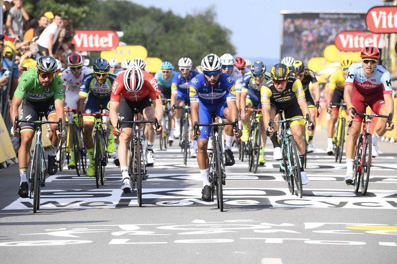 FANTÁSTICO SPRINT en el Tour de Francia 2018. Victoria de Fernando Gavíria, su segundo triunfo en la ronda francesa en 4 días