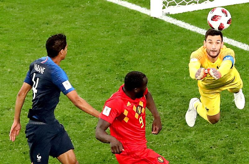 Lloris se anticipa a Lukaku en la que puede ser una de las últimas opciones de Bélgica FOTO: EFE