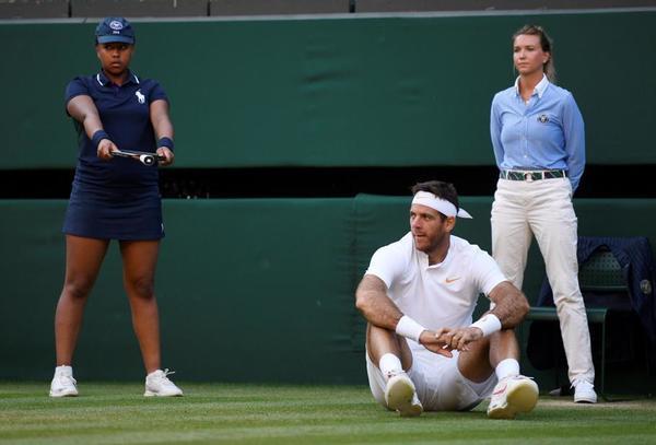 De los resbalones en la hierba de Wimbledon no se libra nadie. Del Potro ya lleva varias caídas. FOTO: EFE